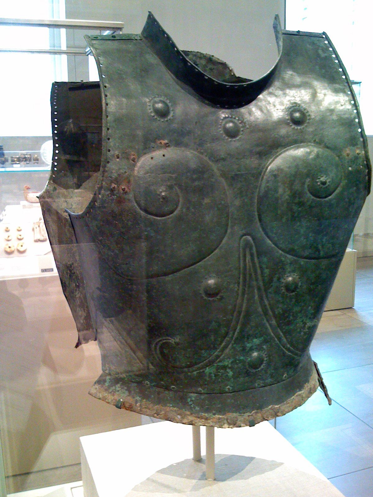 Greek-bronze-cuirass-from-late-7th-century-BC