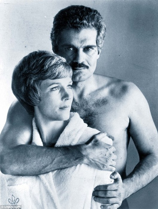 290C183400000578-3095449-Famous_lover_Omar_Sharif_with_Julie_Andrews_in_The_Tamarind_Seed-a-1_1432554848949