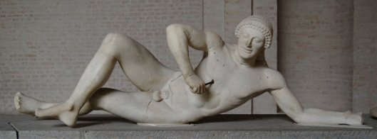 Aphaia_pediment_warrior_W-VII_Glyptothek_Munich_79