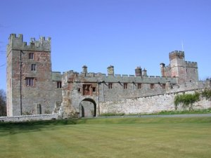 Naworth_Castle_2