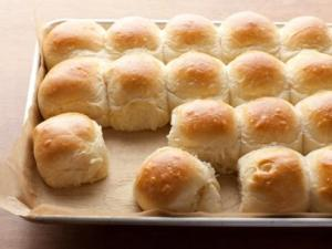 Flay parker-house-rolls_s4x3.jpg.rend.sni12col.landscape