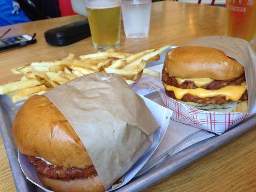 Gott's Cheeseburger